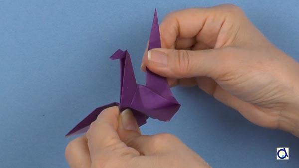 Flapping Bird Origami-Instructions - Tavin's Origami | 338x600